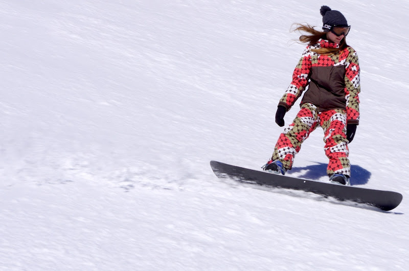 Yahooooo! En snowboard à toute allure!